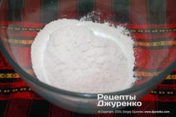 Шаг 1: смесь муки и соли