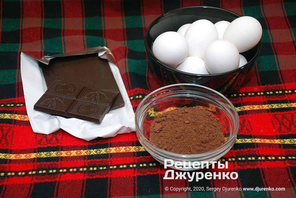 Черный шоколад, какао-порошок.