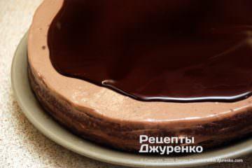 Крок 7: заливка глазурі на шоколадний торт