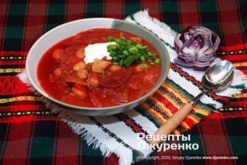 Фото рецепта борщ с фасолью, овощами и томатом на мясном бульоне
