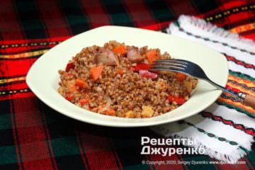 Готовое блюдо гречка с овощами