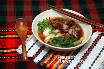 Фото рецепта китайский суп с лапшой на говяжьем бульоне