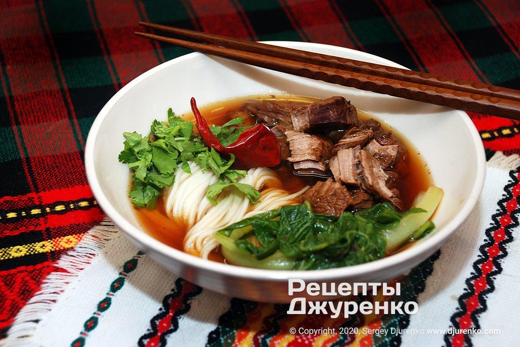 Китайский суп с лапшой.