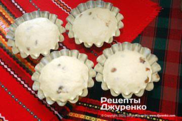 Крок 7: тісто в формочках