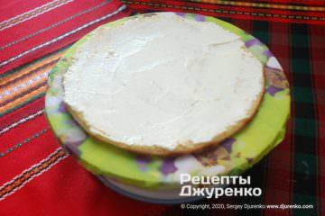Крок 8: змащування торта кремом
