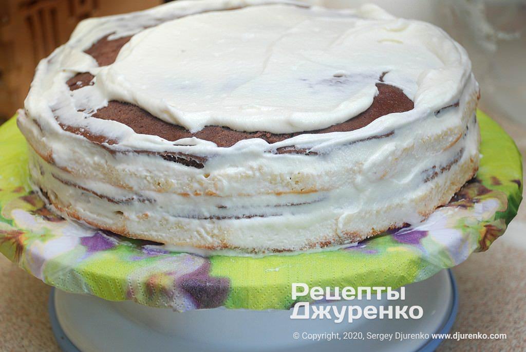 Торт з кремом сметанник.