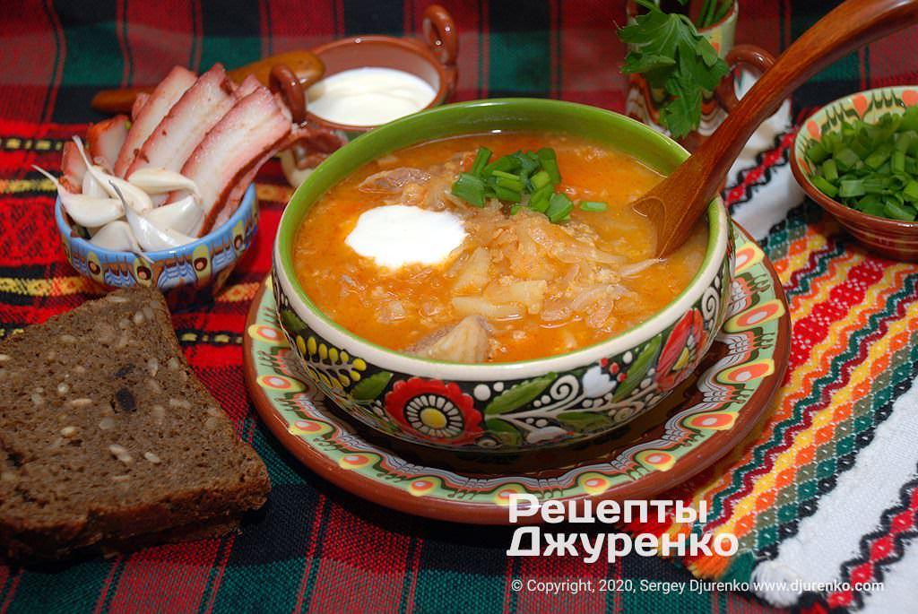 Суп из квашеной капусты на мясном бульоне.