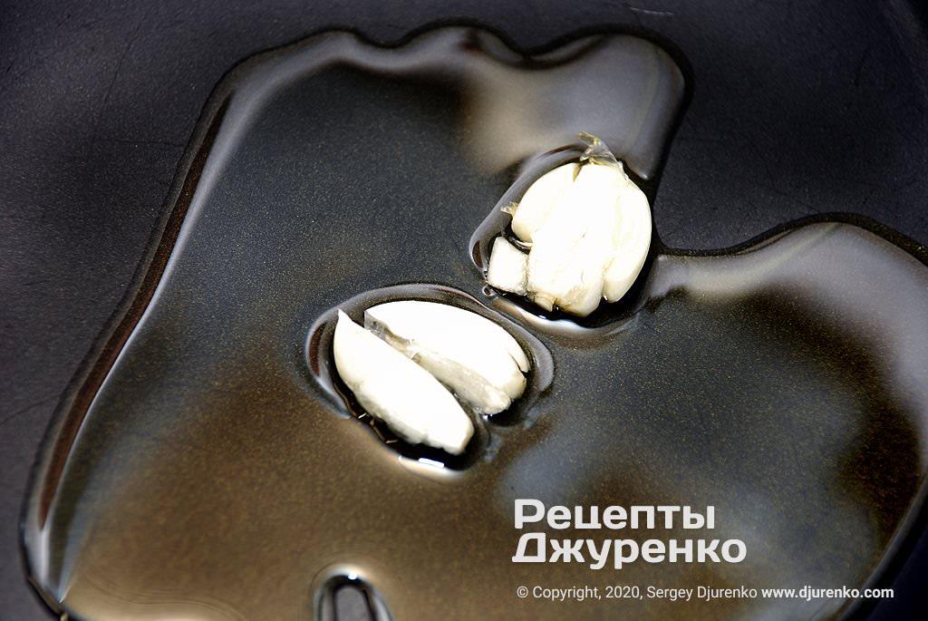 Часник в оливковій олії.