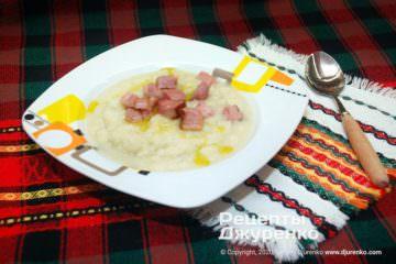 Фото рецепта суп-пюре из цветной капусты на курином бульоне