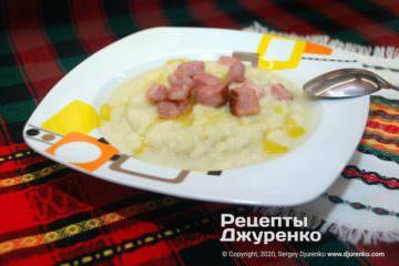 Готова страва Суп-пюре з цвітної капусти.