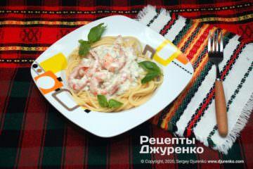 Фото рецепта спагетти с креветками в сырном соусе