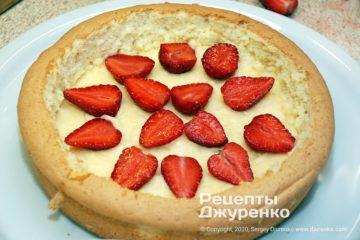 Крок 4: начинка з крему і полуниці