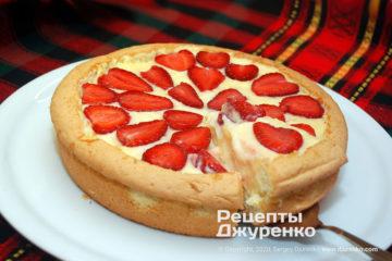 Фото рецепта торт с клубникой и заварным кремом