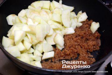 Шаг 2: яблоки с сахаром