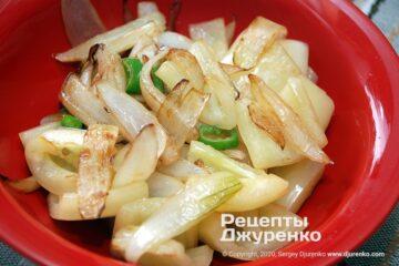 Крок 2: смажена цибуля з перцем