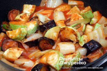 овочі в томатному пюре
