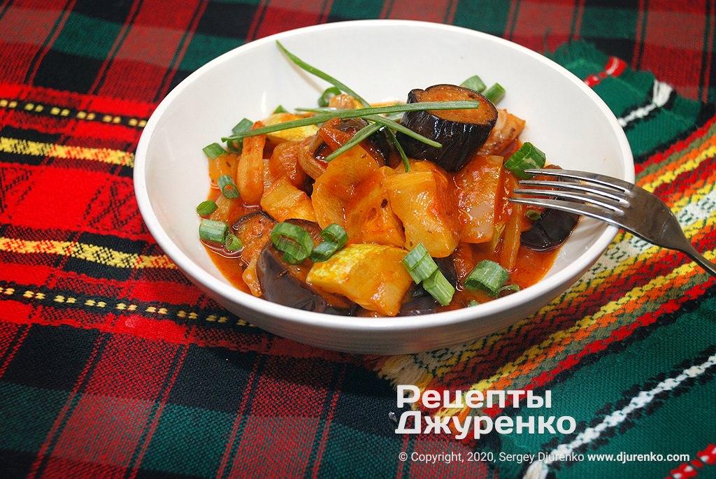 Тушеные овощи приготовленные в пюре спелых томатов без воды.