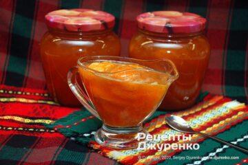 Готова страва варення з абрикос