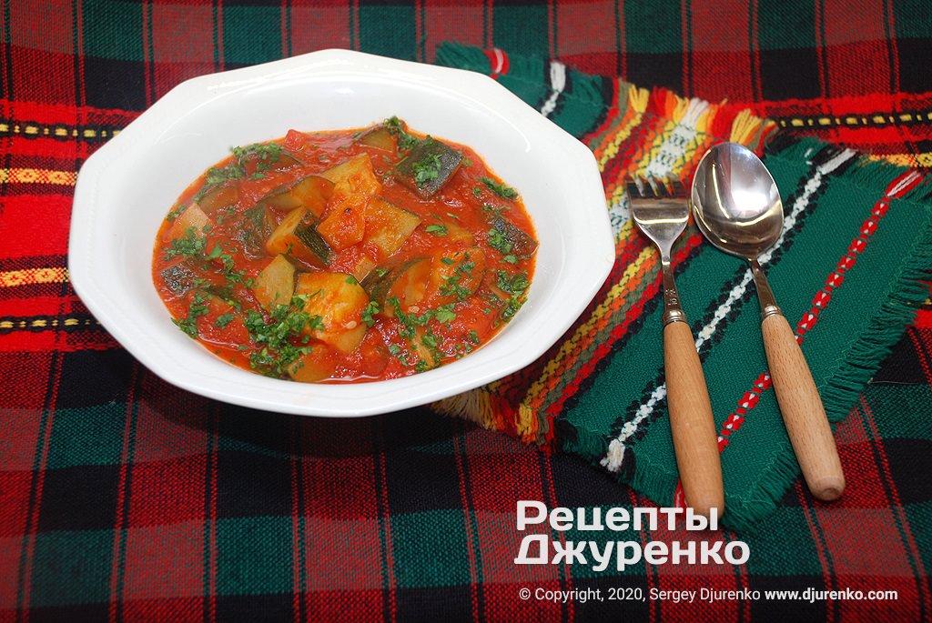 кабачки в томатному соусі