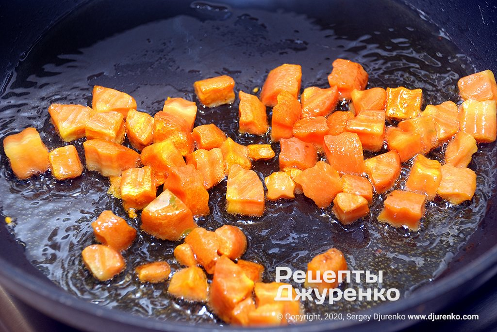 Жареная морковь.