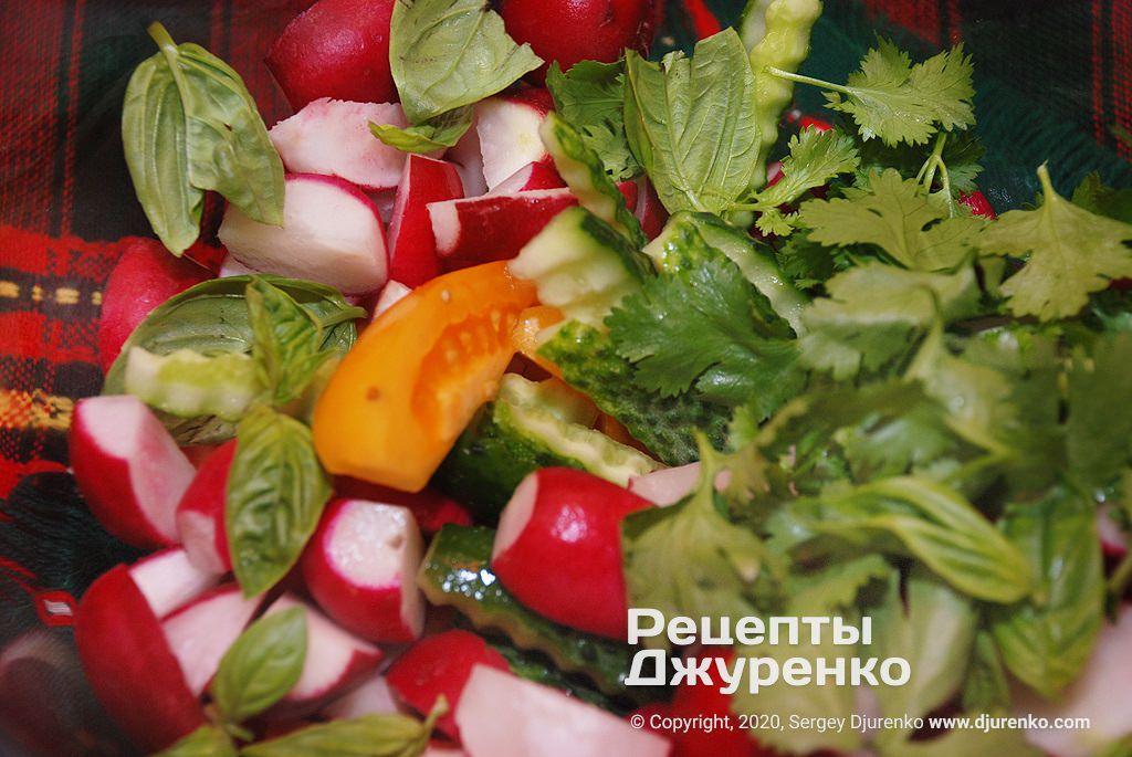 Зелень в салате.