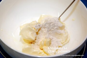 Шаг 2: сливочное масло с мукой