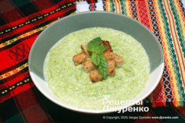 Готова страва крем-суп з брокколі