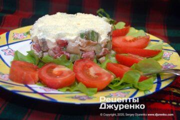 Фото рецепта салат с курицей и грибами