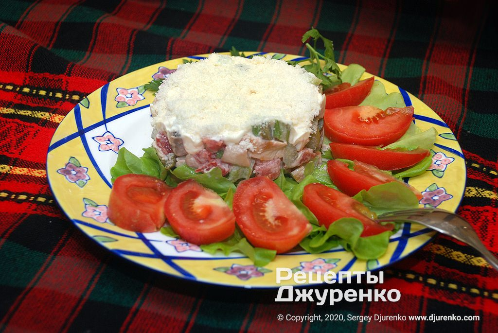 Готова страва Салат з куркою і грибами - смачна холодна закуска.