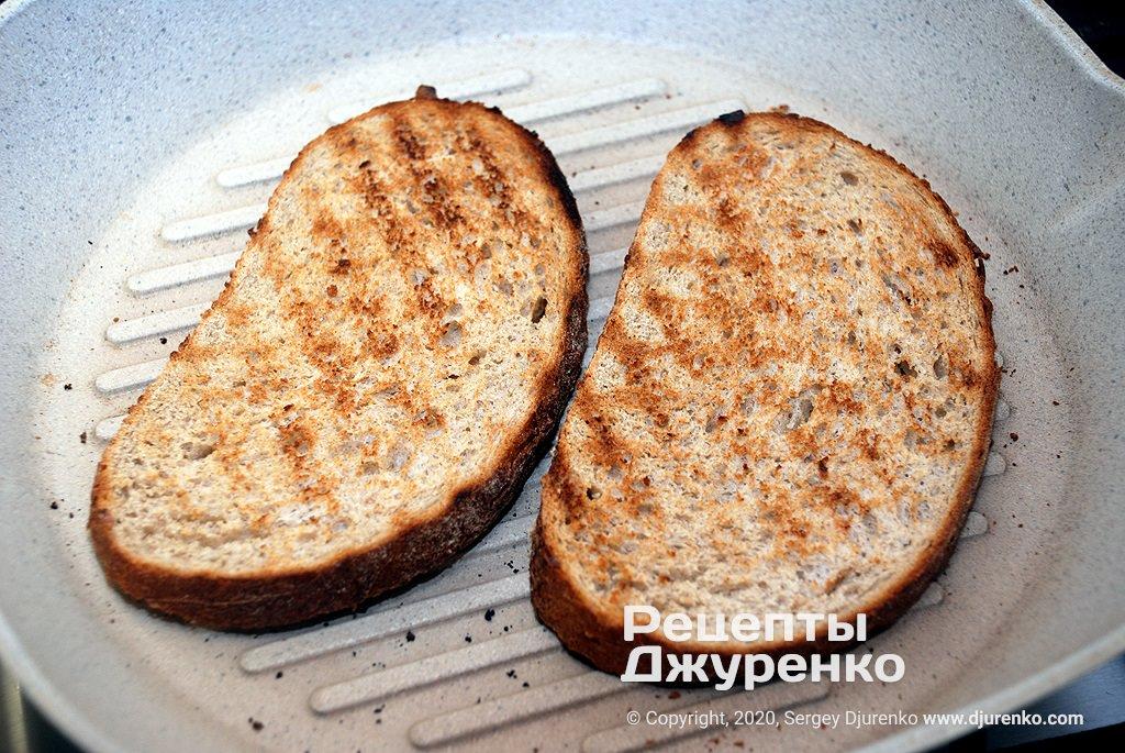 Хліб на грилі.