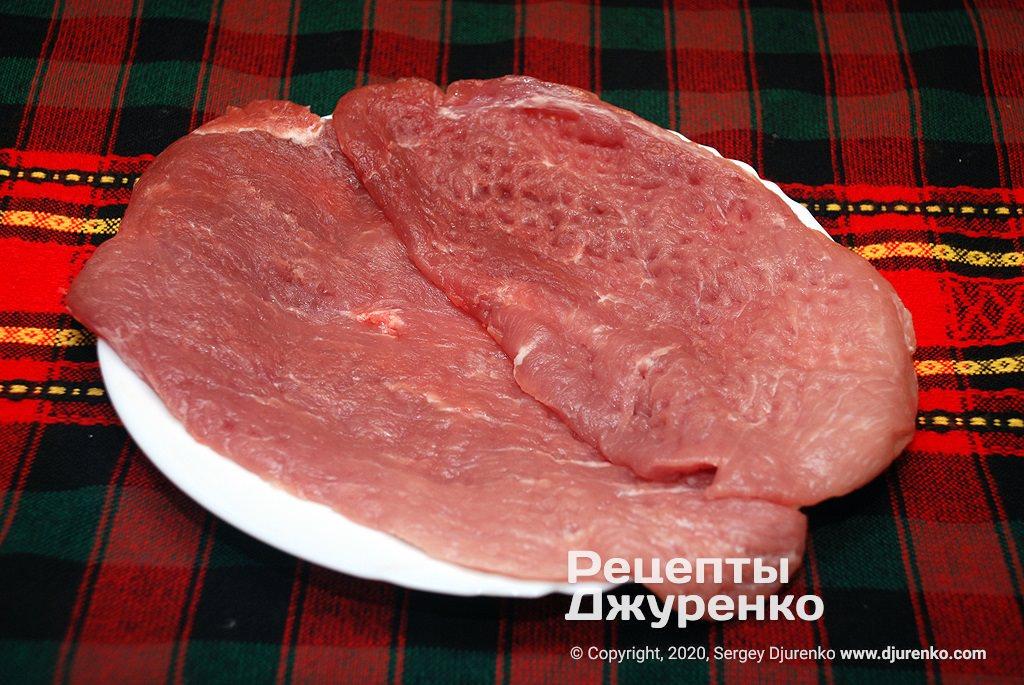 Підготовлене до смаження м'ясо.
