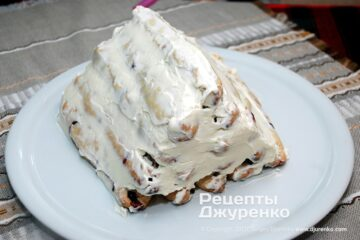 Шаг 7: смазать торт кремом