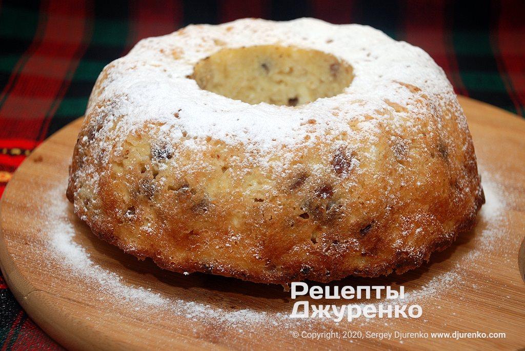 Творожный кекс из масляного бисквита с изюмом.