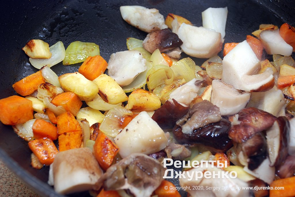Смажені овочі з грибами.