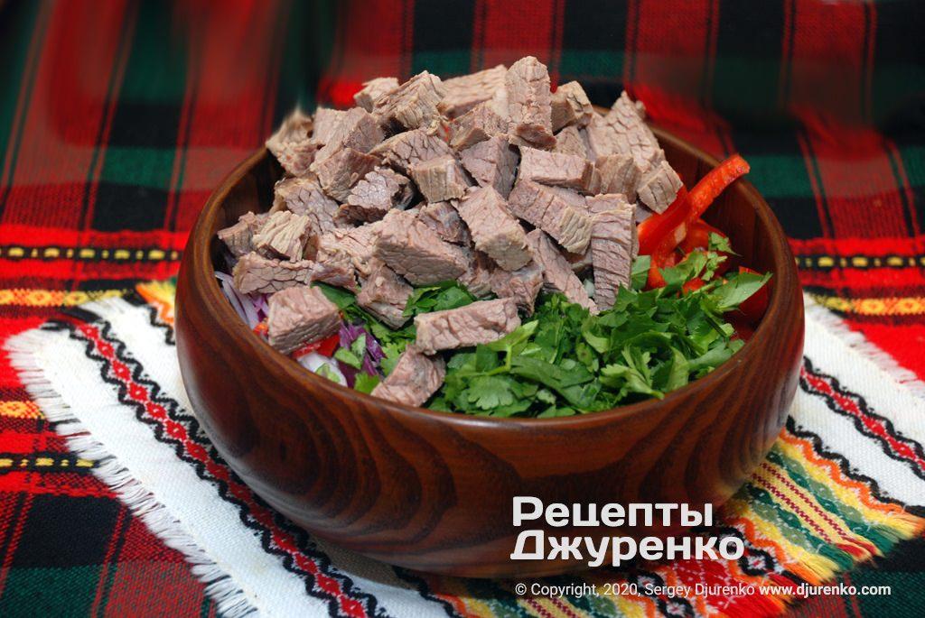 Мясо в салате.