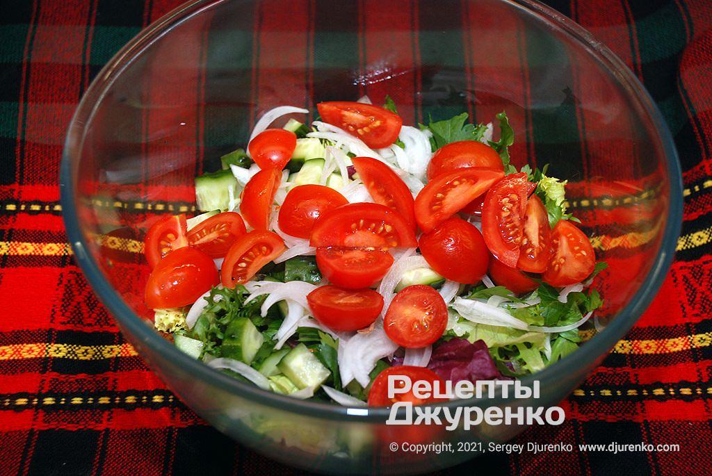 Дрібні томати.