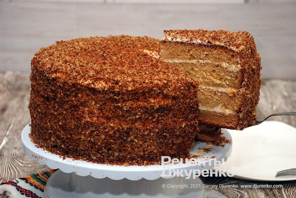 Готова страва Святковий торт Медовик.