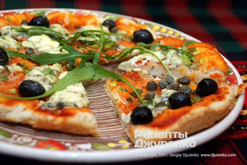 смачна піца з улюбленою начинкою