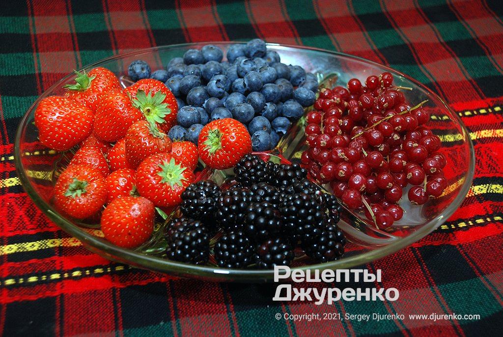 Свіжі ягоди для оформлення.