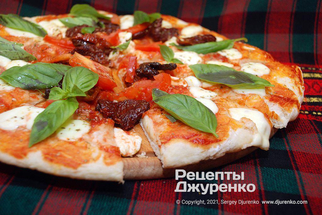 Піца Маргарита з в'яленими томатами