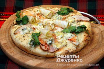 Фото рецепта піца з грушею і горгонзолою