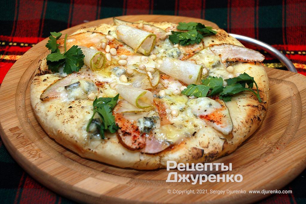 піца з грушею і горгонзолою