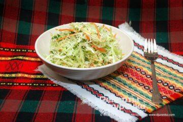 Фото рецепта салат из молодой капусты