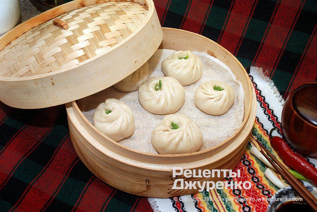 Баоцзы - китайские паровые булочки.