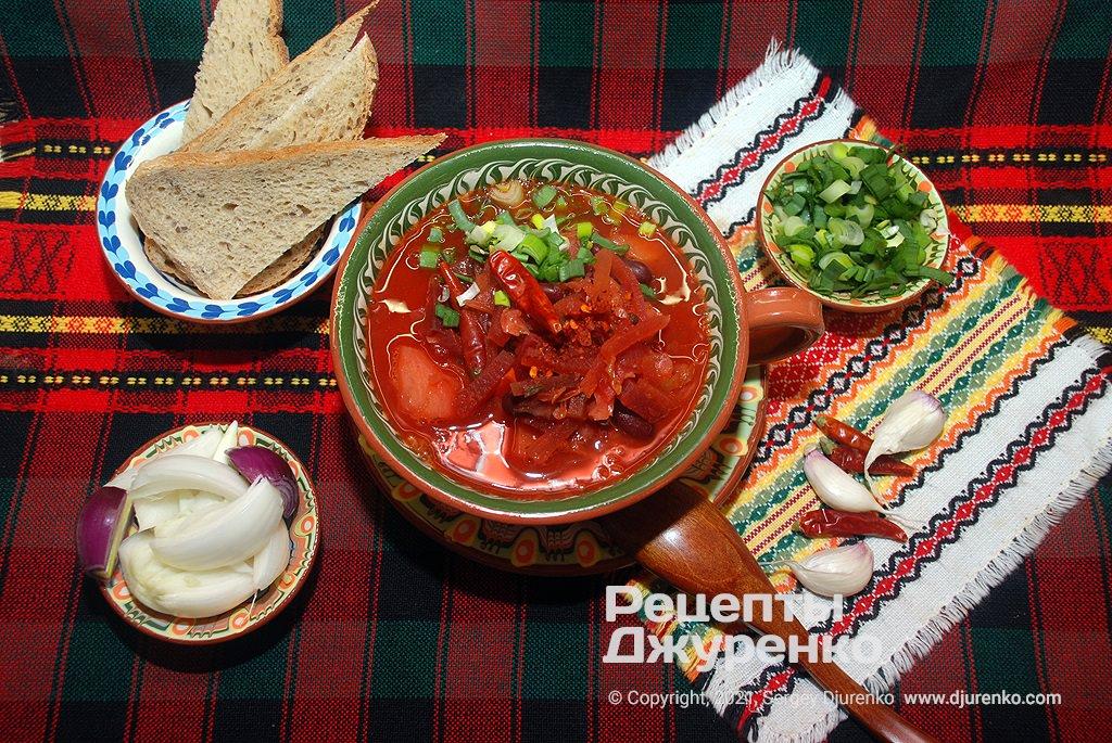 домашний красный борщ с овощами