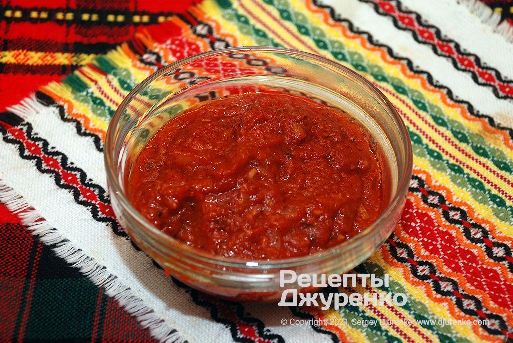 Готовый соус из томатов для пиццы.