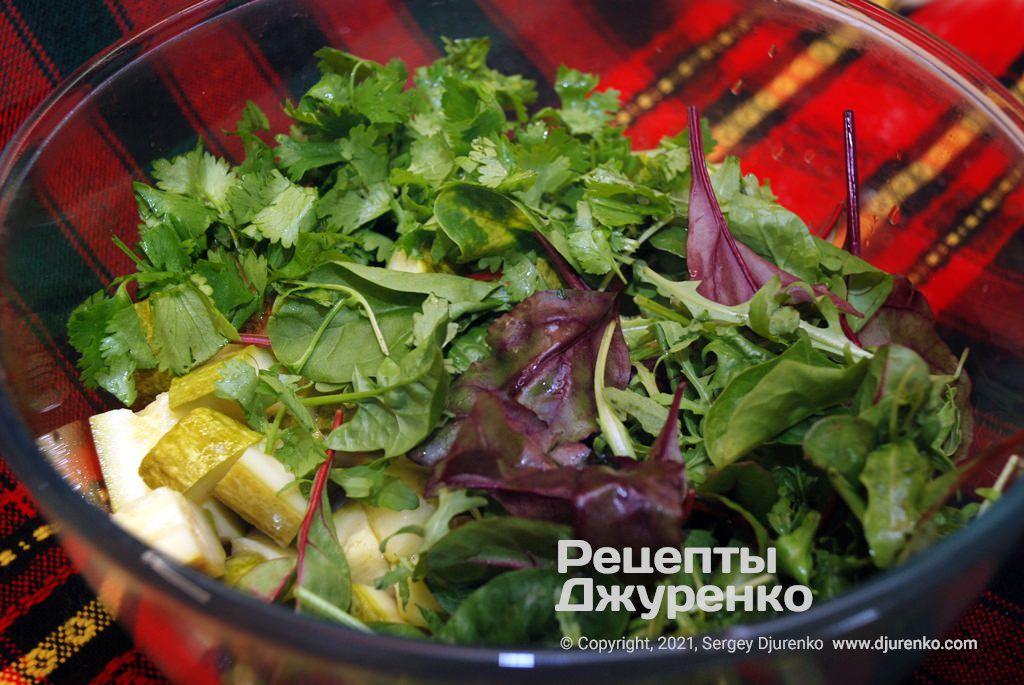 В закусці має бути багато зеленого листя.