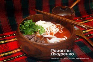 Фото рецепта томатний суп з яловичиною та локшиною