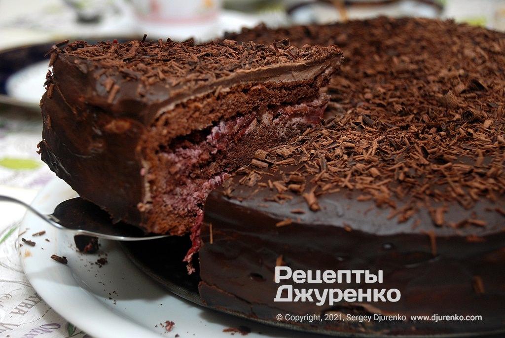 Готова страва Торт П'яна вишня - бісквіт з какао, вишні і багато шоколаду.