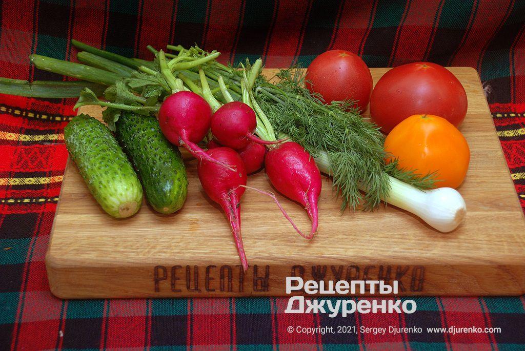 Молоді свіжі овочі для салату.